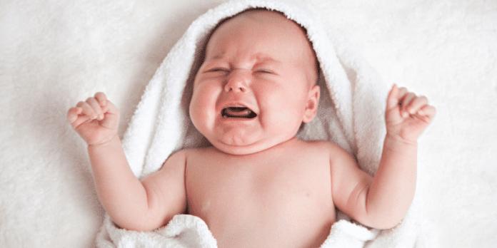 Coliche neonati: sintomi, cause, rimedi