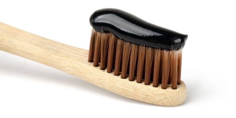 dentifricio nero sbiancante