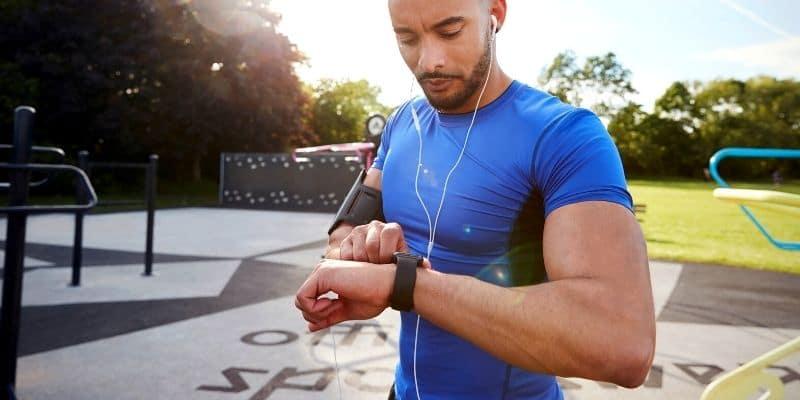 smartwatch con cardiofrequenzimetro, saturimetro e pressione sanguigna