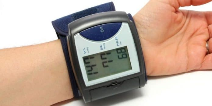 misuratore di pressione da polso