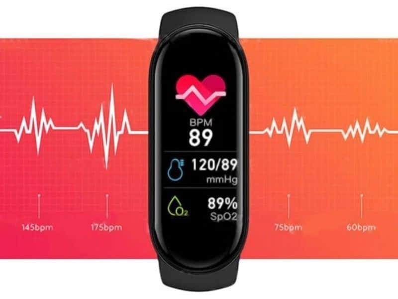 smartwatch con misuratore di pressione e saturimetro